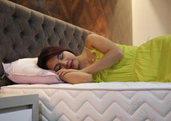 Người bị đau lưng làm thế nào để có được giấc ngủ ngon nhất?
